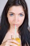 Het drinken van het meisje sap royalty-vrije stock foto's