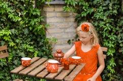 Het drinken van het meisje thee Royalty-vrije Stock Foto