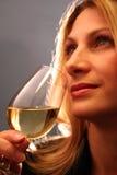 Het drinken van wijn. Stock Afbeeldingen