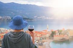 Het drinken van wijn in Budva royalty-vrije stock afbeeldingen
