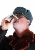 Het drinken van wodka van heup-fles Royalty-vrije Stock Foto