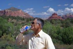 Het Drinkwater van de mens Royalty-vrije Stock Afbeelding