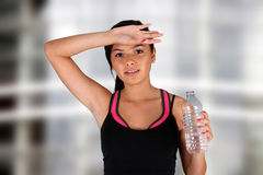 Het Drinkwater van de tiener Stock Fotografie