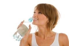 Het drinkwater van de vrouw royalty-vrije stock afbeelding