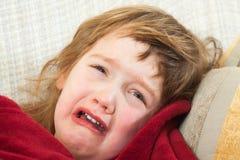 Het droevige baby liggen Stock Afbeeldingen