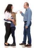 Het droevige kijken meisje met haar vechtende ouders Royalty-vrije Stock Foto's