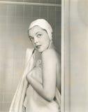 Het drogen weg na een douche royalty-vrije stock afbeeldingen