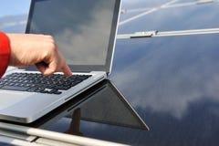 Het drukken gaat knoop op laptop in Royalty-vrije Stock Foto