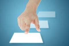 Het drukken van de hand touchscreen knoop Stock Fotografie