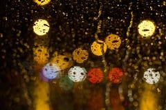 Het druppeltje van de regen op een glas Stock Foto's