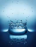 Het druppeltje van het water het bespatten royalty-vrije stock foto