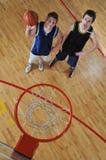 Het duel van het basketbal royalty-vrije stock fotografie