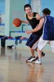 Het duel van het basketbal stock afbeeldingen