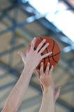 Het duel van het basketbal royalty-vrije stock foto's