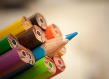 Het duidelijk uitkomen van scherp potlood Stock Foto