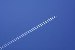 Het duidelijke vliegen in de hemel Royalty-vrije Stock Afbeelding