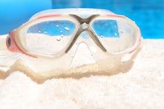Het duiken masker door pool Royalty-vrije Stock Foto