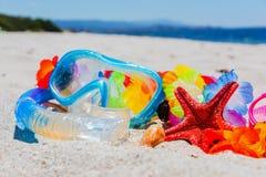 Het duiken masker en stervissen op het strand royalty-vrije stock fotografie