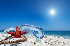 Het duiken masker onder een glanzende zon stock afbeelding