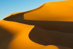 Het Duin van het zand - het Overzees van het Zand Awbari - de Woestijn van de Sahara, Libië Stock Foto
