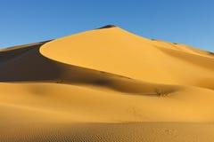 Het Duin van het zand - het Overzees van het Zand Awbari - de Woestijn van de Sahara, Libië Stock Foto's