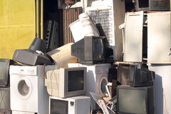Het dumpen van huishoudapparaten stock foto's