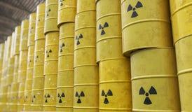 Het dumpen van radioactief afvalvaten 3D teruggegeven illustratie royalty-vrije illustratie