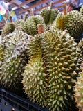 Het Durianfruit van Thailand verkoopt in supermarkten royalty-vrije stock afbeeldingen