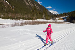 Het dwars ski?ende meisje van het land Royalty-vrije Stock Afbeeldingen