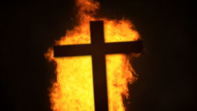 Het dwarsdetail van de de brandstapelvlam van de silhouetbrand stock footage