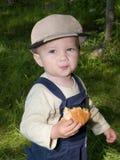 Het eathing broodje van de jongen Royalty-vrije Stock Foto's