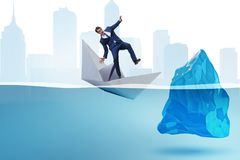 Het economische crisisconcept met zakenman in dalende document boot royalty-vrije stock afbeeldingen