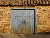 Het is een oude deur royalty-vrije stock afbeeldingen