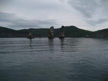 Het is een Vreedzame Oceaanbaai op de zuidoostelijke kust van het Schiereiland van Kamchatka Royalty-vrije Stock Fotografie
