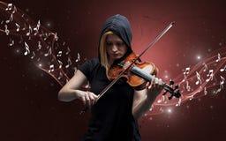 Het eenzame componist spelen op viool stock foto's