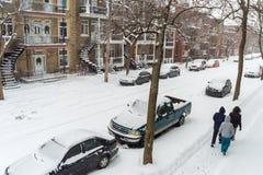 Het eerste sneeuwonweer van het seizoen raakt Montreal, Canada Stock Fotografie