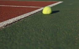 Het effect - de bal van het Tennis het stuiteren royalty-vrije stock fotografie