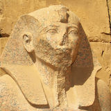 Het Egyptische standbeeld van de Farao Stock Foto