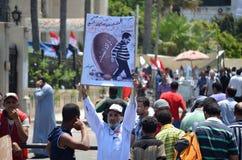 Het Egyptische teken van de demonstratiesysteemholding Stock Foto