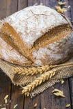 Het eigengemaakte brood van de multigrainzuurdesem Royalty-vrije Stock Fotografie