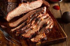 Het eigengemaakte Gerookte Borststuk van het Barbecuerundvlees stock foto