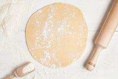 Het eigengemaakte recept van de pasteivoorbereiding Deeg met Stock Afbeelding
