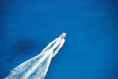 Het eiland blauwe de overzeese van Zakynthos motorboot van Griekenland Stock Foto's