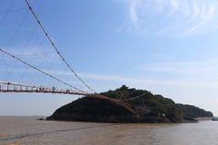 Het eiland in het overzees wordt verbonden door een brug Royalty-vrije Stock Foto's