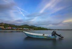 Het eiland Indonesië van Vissersbootbatam Stock Afbeeldingen