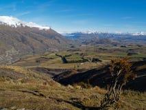 Het Eiland Nieuw Zeeland, mening van het zuiden aan Queenstown. Royalty-vrije Stock Foto