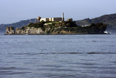 Het eiland van Alcatraz naast San Francisco Stock Foto's
