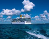Het eiland van Catalina, Dominicaanse Republiek 05 Februari, 2013: Costa Luminosa-cruiseschip, door Crociere wordt en in werking  Royalty-vrije Stock Afbeeldingen