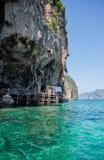 Het eiland van de aap in phi phi eilanden Stock Foto