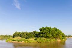Het eiland van de bamboerivier stock afbeelding